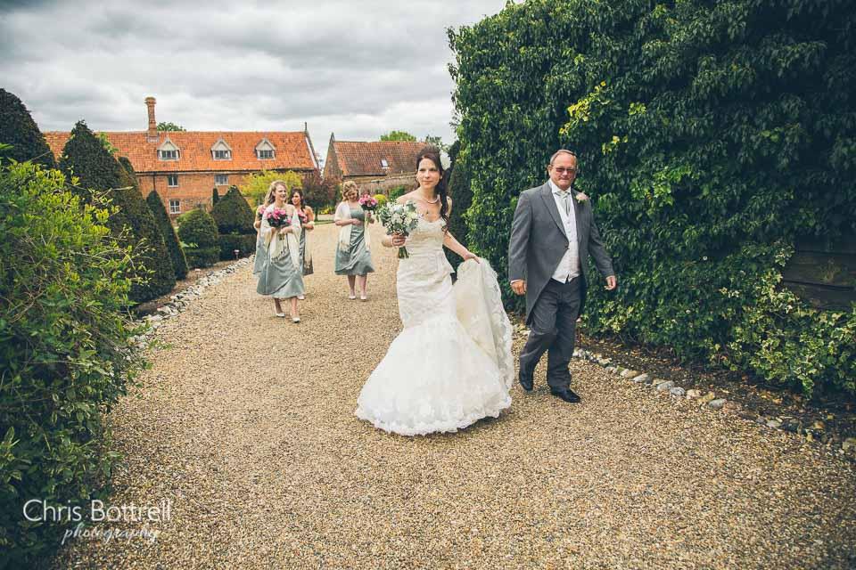 Hales-Hall-Barn-Wedding-Photography-LM-11