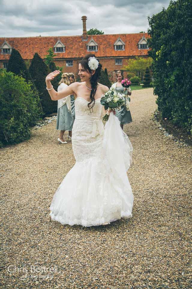Hales-Hall-Barn-Wedding-Photography-LM-12