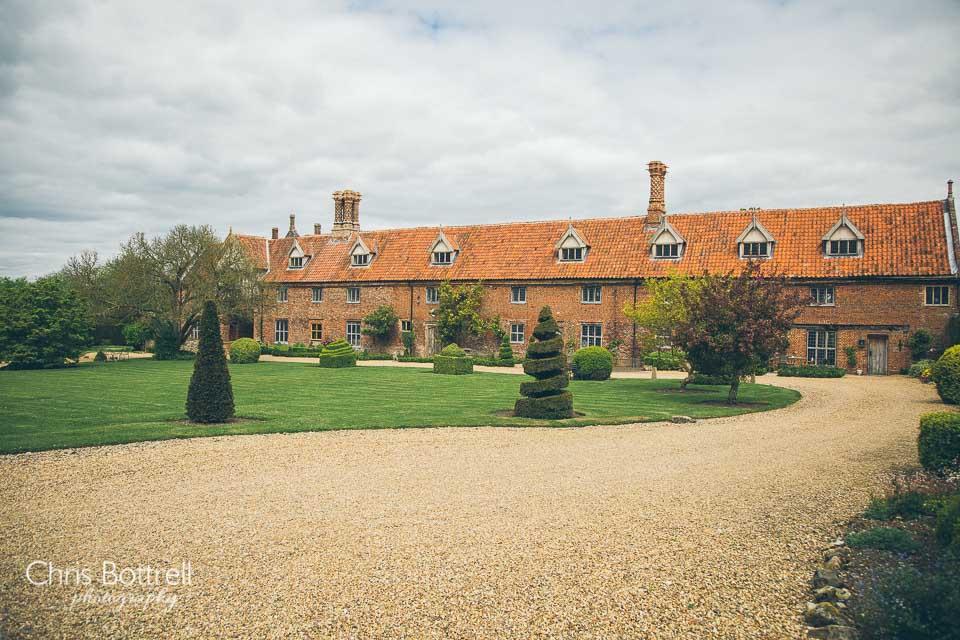 Hales-Hall-Barn-Wedding-Photography-LM-2