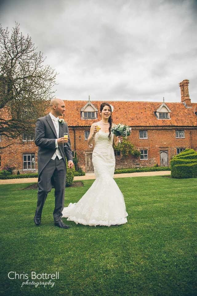 Hales-Hall-Barn-Wedding-Photography-LM-28