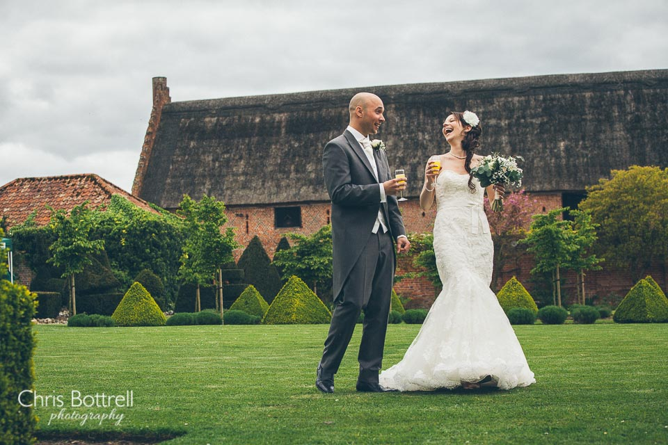 Hales-Hall-Barn-Wedding-Photography-LM-30