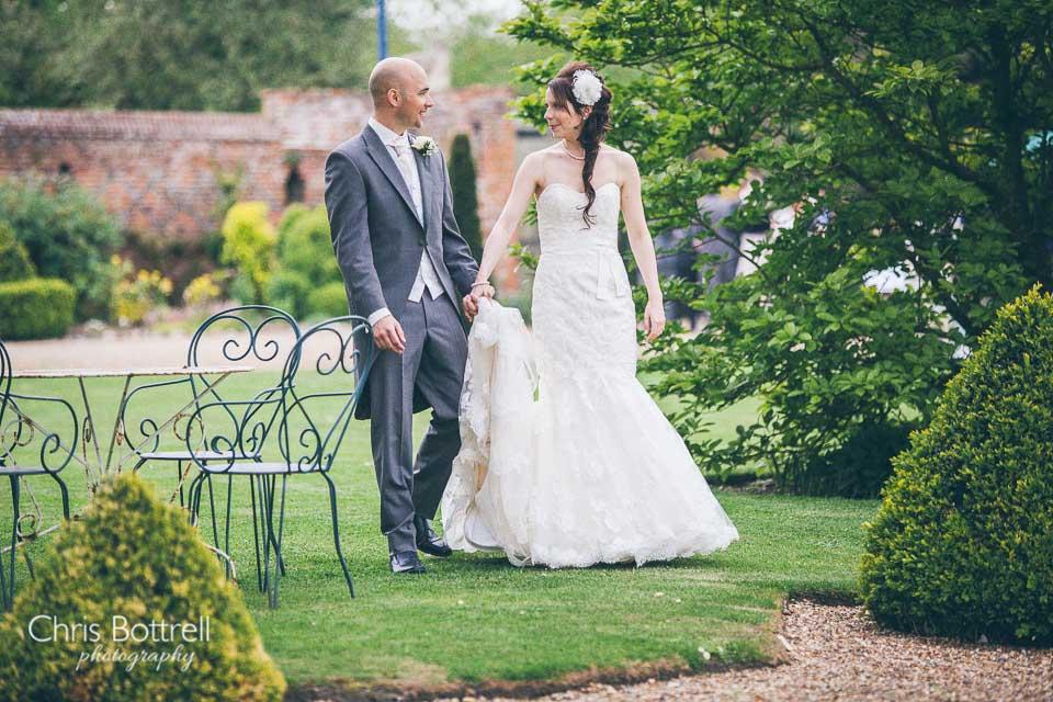Hales-Hall-Barn-Wedding-Photography-LM-38
