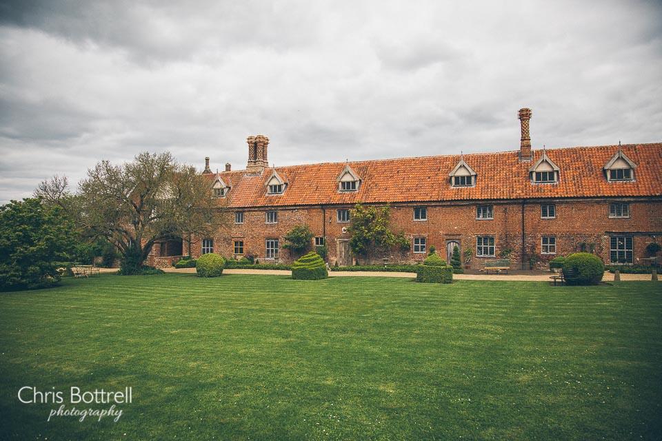 Hales-Hall-Barn-Wedding-Photography-LM-4