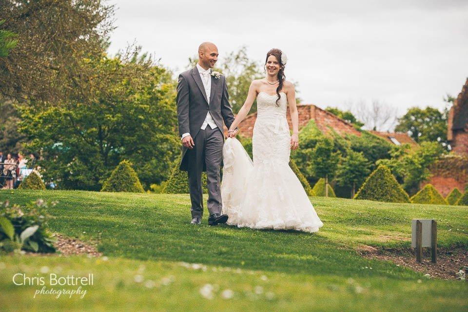 Hales-Hall-Barn-Wedding-Photography-LM-40