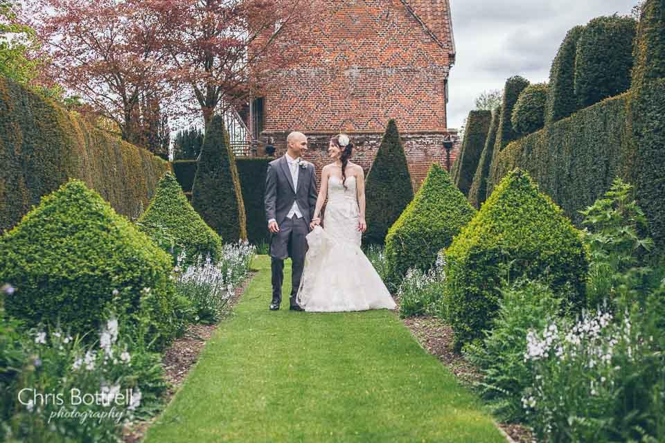 Hales-Hall-Barn-Wedding-Photography-LM-41