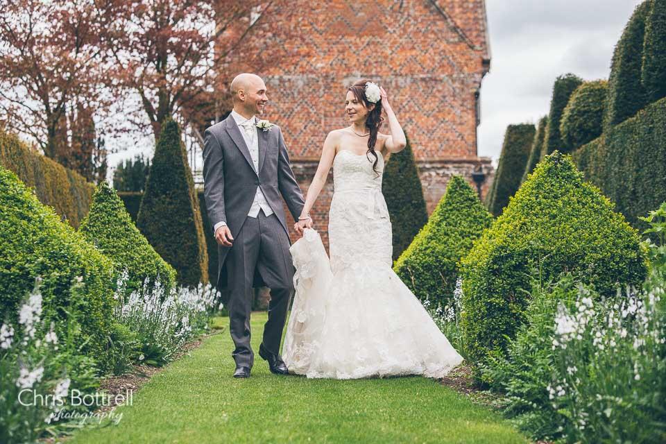 Hales-Hall-Barn-Wedding-Photography-LM-42